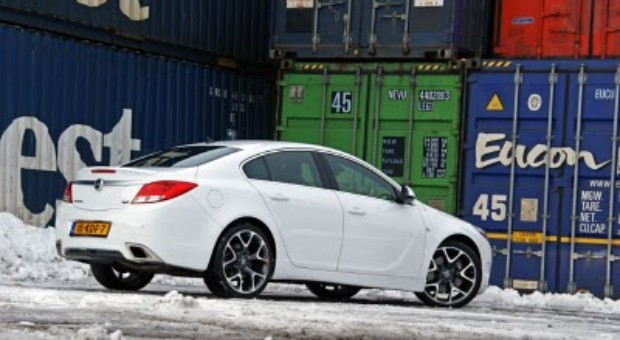 2010 Opel Insignia – In street review