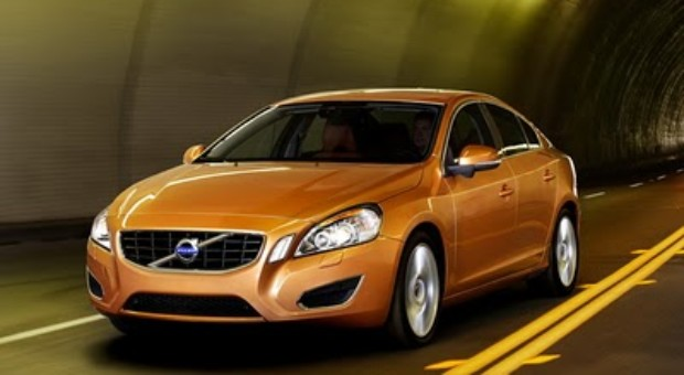 """2011 Volvo S60 """"Collision Warning with Auto Brake"""" System Doesn't Work, Car Crashes at Press Event!"""
