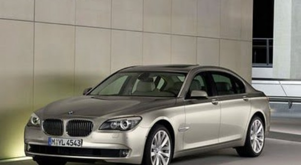 New BMW 7 Series presented on the floor by JLo & Pitbull