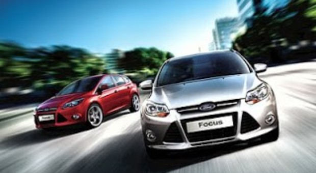 Ford Focus road trip :: Tim and Robbie tee off (2)