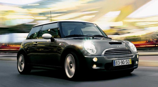5-Door MINI Hatch Debuts 4-Cylinder Turbo-Diesel Engine