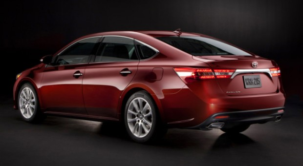 2015 Toyota Avalon Marks 20 Years of Blurring the Lines of Luxury