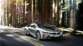 BMW i8 presented with the World Green Car Award