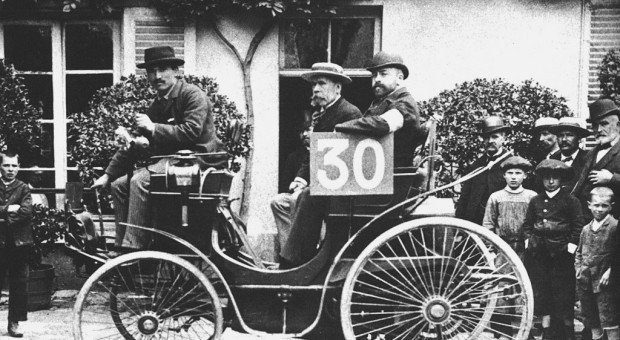 1894, The world's first automotive endurance race
