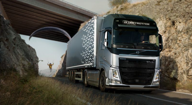'The Flying Passenger' – New Volvo Trucks Live Test