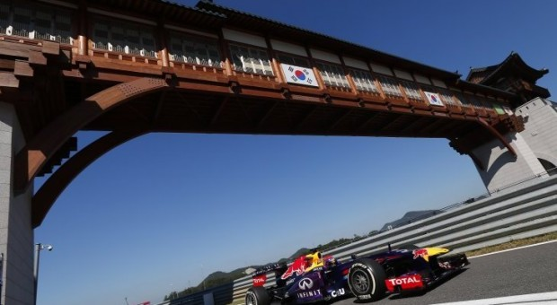 Sebastian Vettel stormed to his third consecutive pole position in qualifying for tomorrow's Korean Grand Prix
